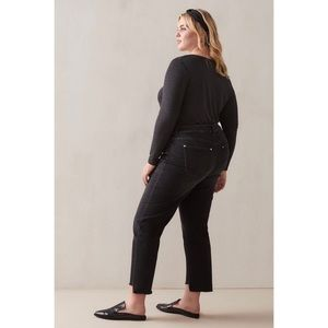 Women's Black Cropped Staggered Hem Jeans 10 NWT